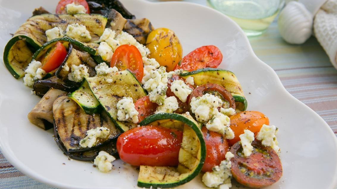 Grillede grøntsager med feta og basilikum - opskrifter - nemlig.com