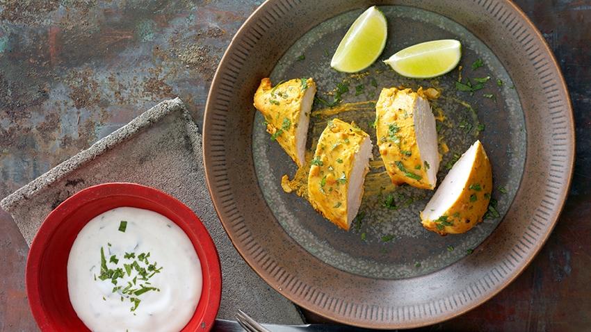 Tandoori kylling med mynte raita - opskrift - nemlig.com